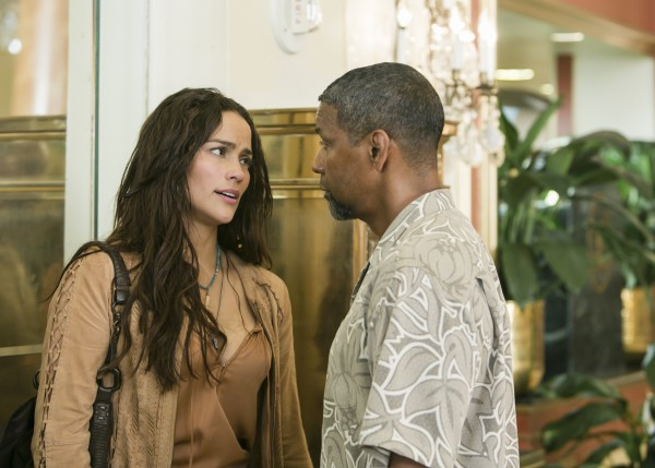 2-guns-paula-patton-denzel-washington
