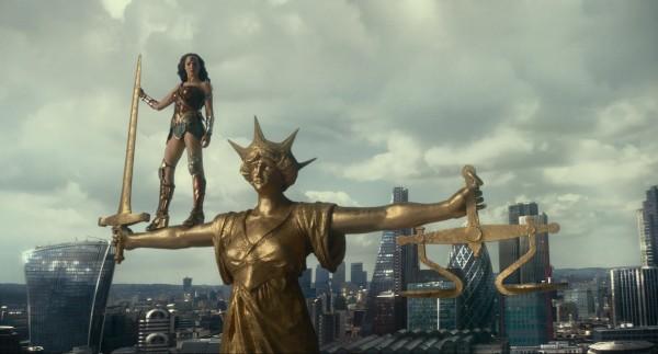 justice-league-gal-gadot-5