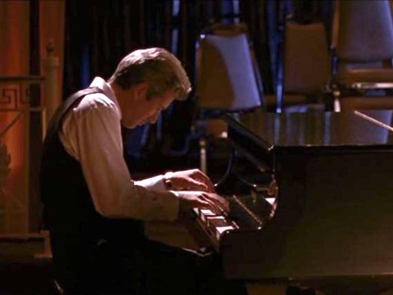 pretty-woman-piano-765