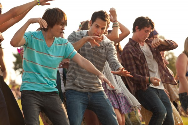 21-and-over-justin-chon-skylar-astin-miles-teller