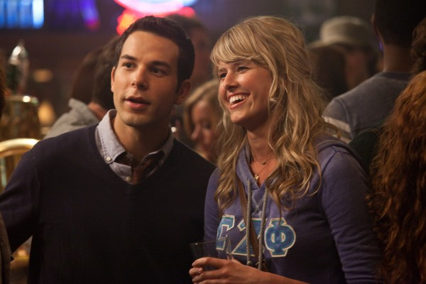 21-and-over-skylar-astin-sarah-wright