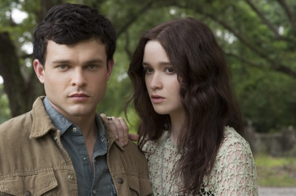 alden-ehrenreich-alice-englert-beautiful-creatures-movie-image