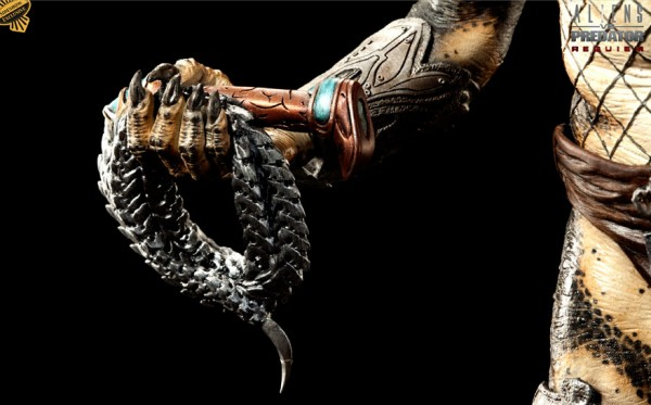 aliens-vs-predator-toy-arm-image