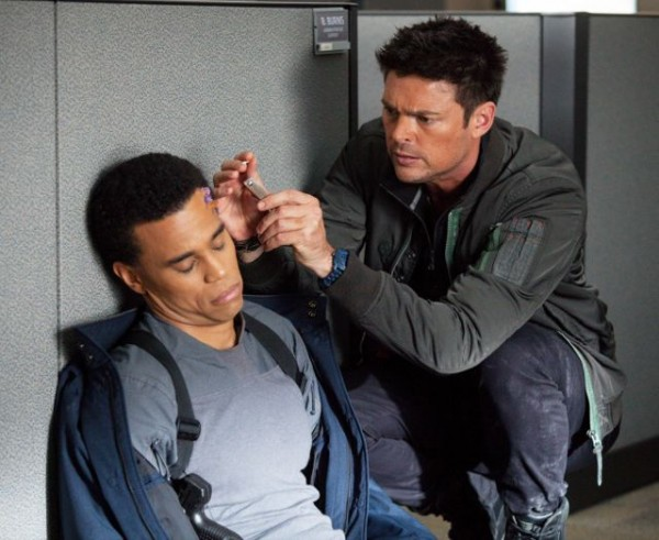 almost-human-are-you-receiving-michael-ealy-karl-urban