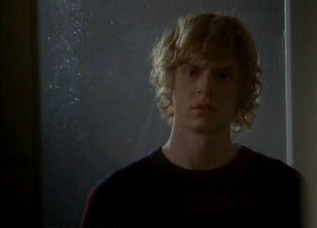 american-horror-story-afterbirth-evan-peters