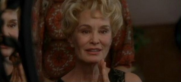 american-horror-story-afterbirth-jessica-lange