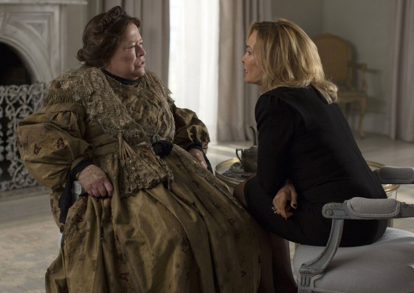 american-horror-story-kathy-bates-jessica-lange