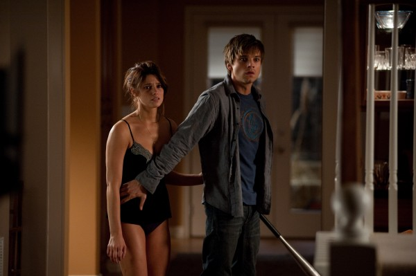 apparition_movie_image_ashley_greene_sebastian_stan_01