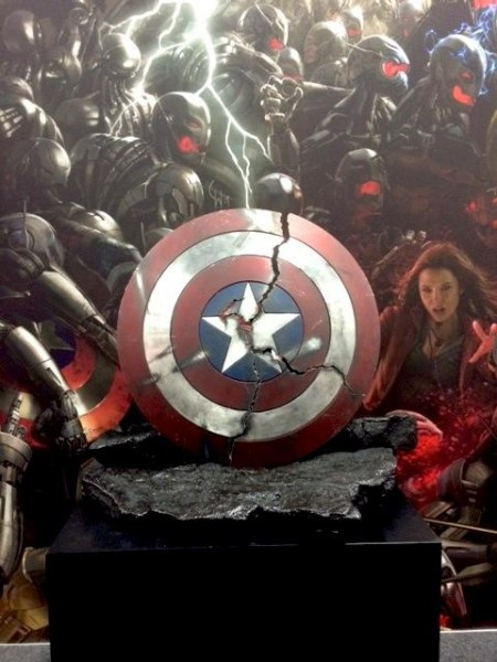 avengers-age-of-ultron-caps-shield-prop