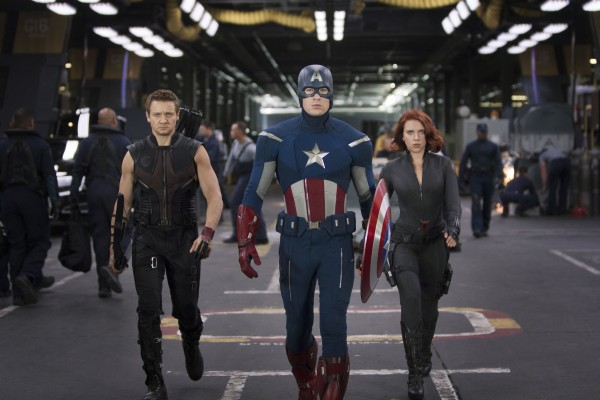 review-avengers-movie-image-renner-evans-johansson