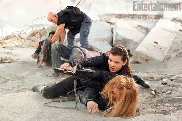 barely-lethal-hailee-steinfeld-jessica-alba