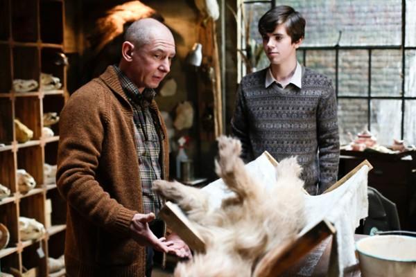 bates-motel-boy-and-his-dog-freddie-highmore
