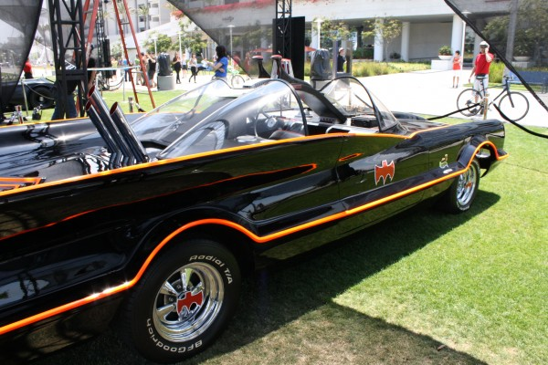 batman-batmobile-lincoln