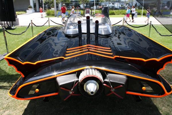 batman-batmobile-lincoln-futura