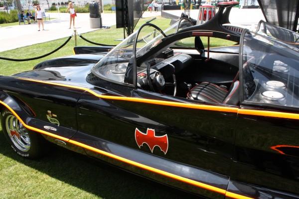 batman-batmobile-west
