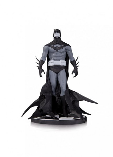 batman-black-and-white-statue-jae-lee