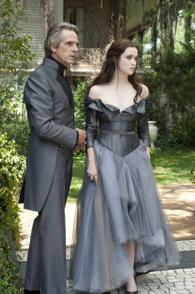 beautiful-creatures-jeremy-irons-alice-englert