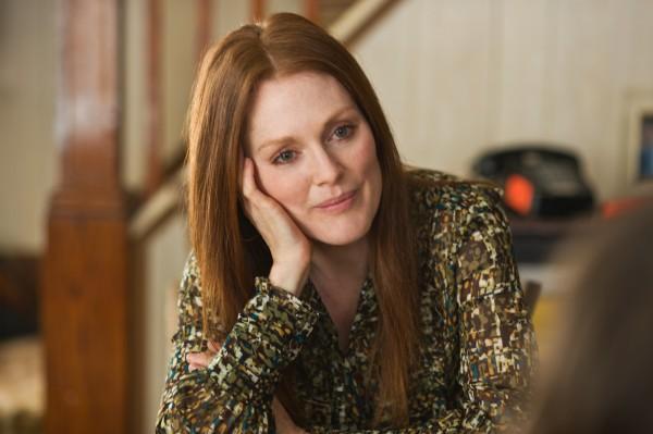 being-flynn-movie-image-julianne-moore