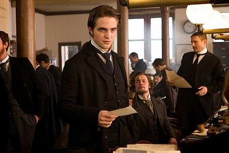 bel-ami-movie-image-robert-pattinson-11