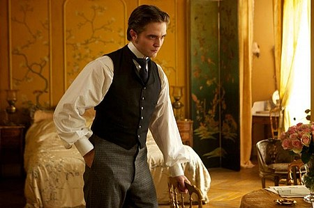 bel-ami-movie-image-robert-pattinson-12