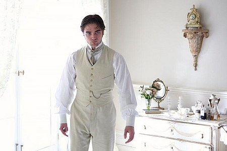 bel-ami-movie-image-robert-pattinson-15