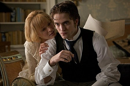 bel-ami-movie-image-robert-pattinson-7