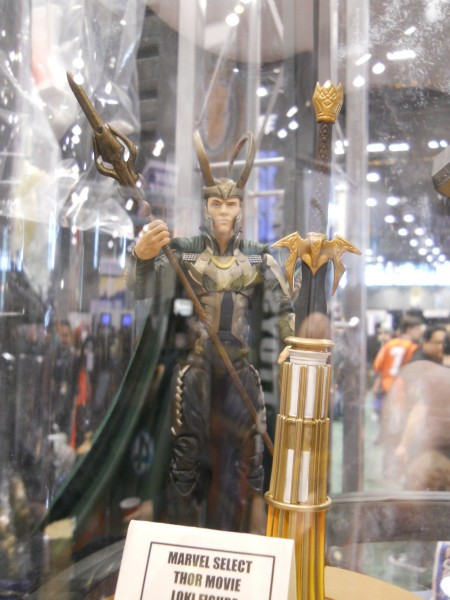 c2e2-thor-movie-toy-loki