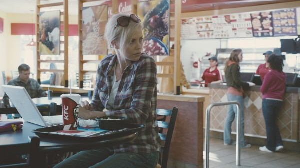 charlize-theron-young-adult-movie-image-2