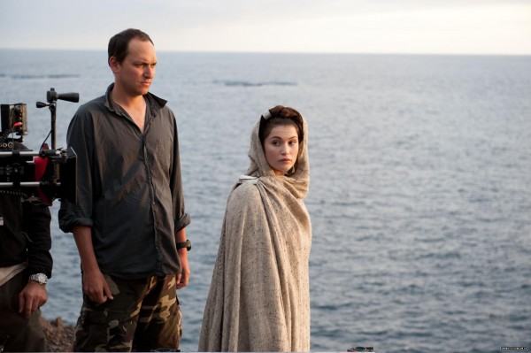 clash-of-the-titans-louis-leterrier-gemma-arterton-set-photo
