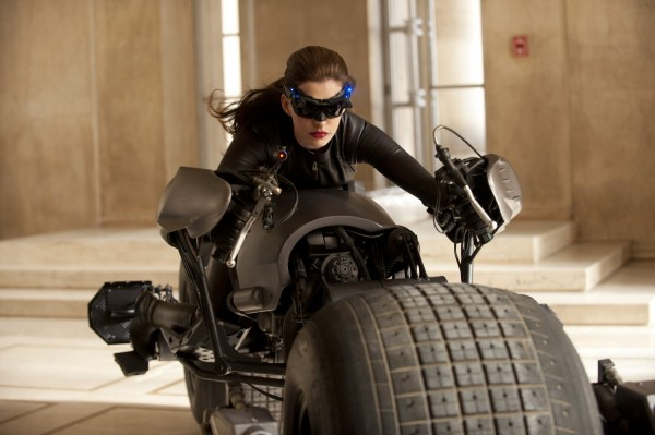 dark-knight-rises-movie-image-catwoman-anne-hathaway-01