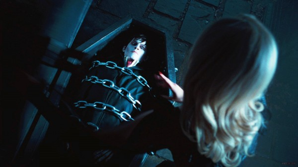dark-shadows-movie-image-3