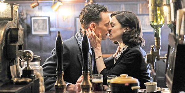 deep-blue-sea-movie-image-tom-hiddleston-rachel-weisz-01