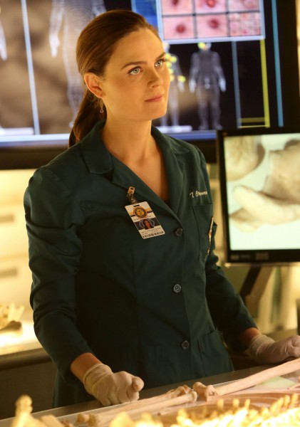 emily-deschanel-bones-season-8-finale