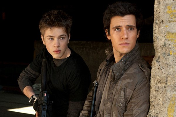 falling-skies-connor-jessup-drew-roy