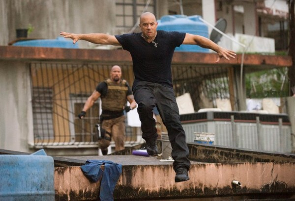 fast_five_movie_image_dwayne_johnson_vin_diesel_01