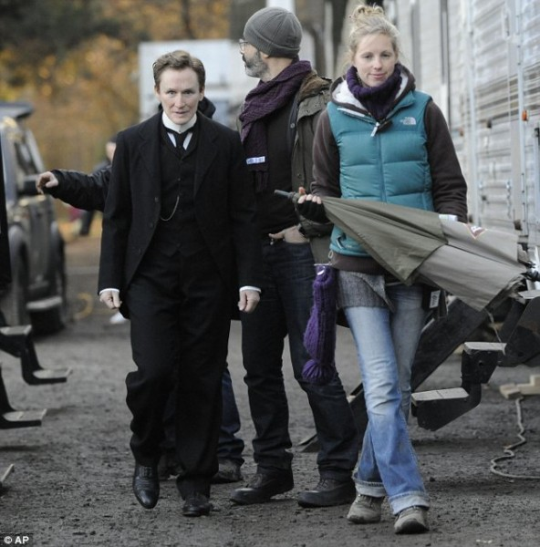 glenn_close_albert_nobbs_set_image
