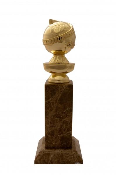 golden-globe-awards-statue-01