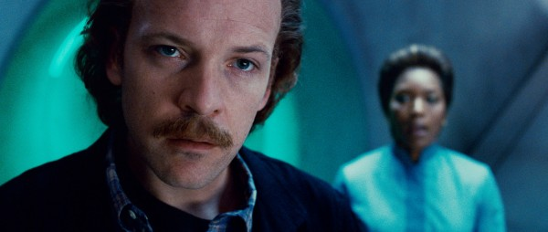 green-lantern-movie-image-peter-sarsgaard