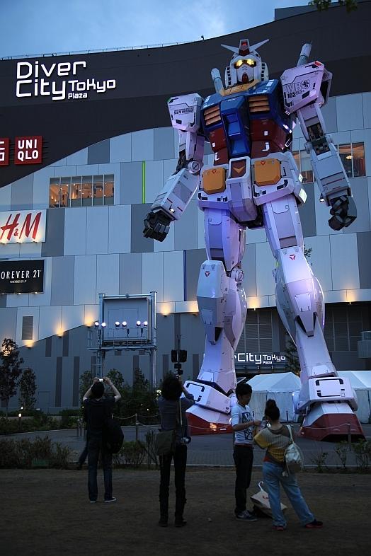 gundam-statue.jpg