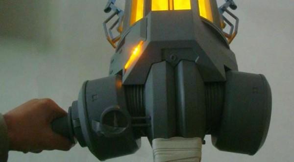 half-life-gravity-gun-replica-neca-1
