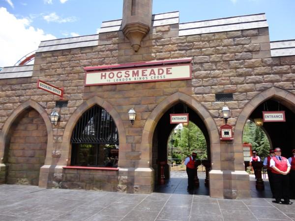 harry-potter-diagon-alley-hogwarts-express-hogsmeade-station
