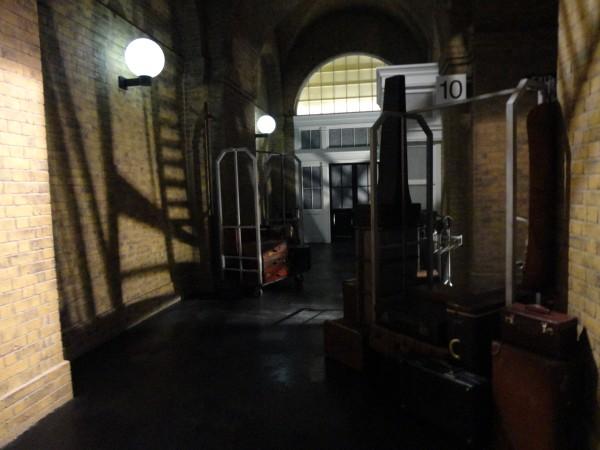 harry-potter-diagon-alley-hogwarts-express-queue