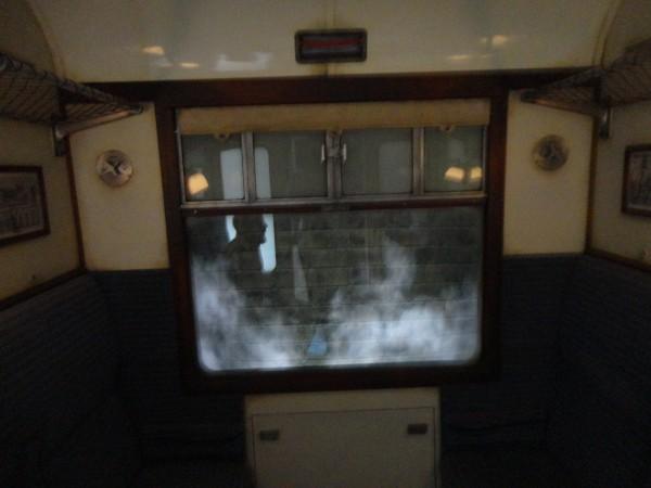 harry-potter-diagon-alley-hogwarts-express-ride-inside