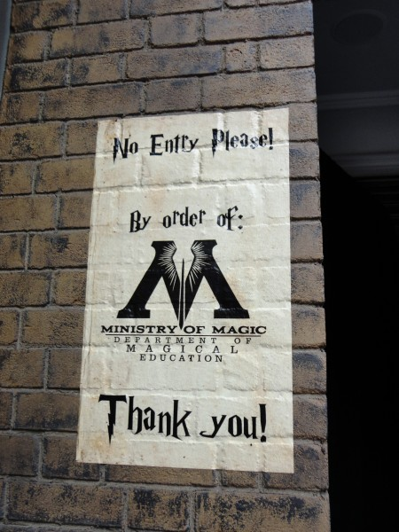 harry-potter-diagon-alley-ministry-of-magic-sign