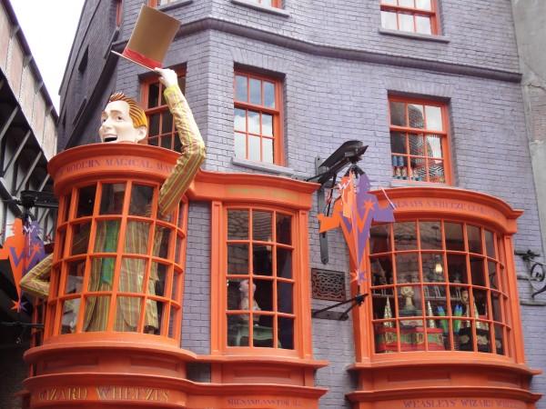 harry-potter-diagon-alley-universal-studios-weasley-shop