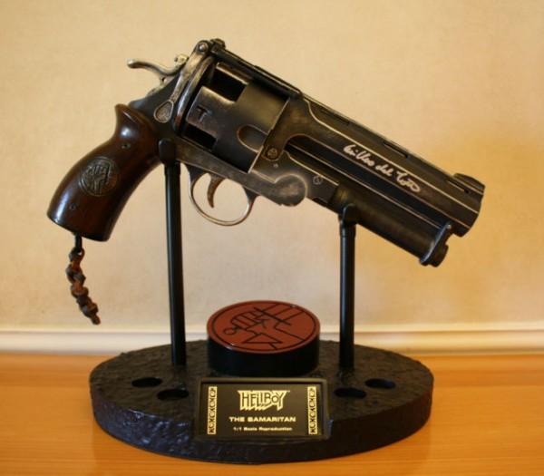 hellboy-movie-samaritan-gun-signed-guillermo-del-toro