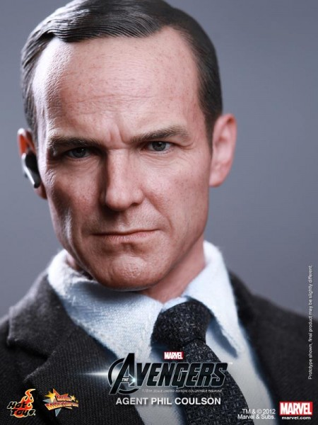 hot-toys-agent-phil-coulson-the-avengers