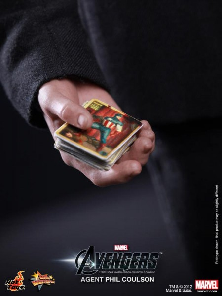 hot-toys-avengers-agent-phil-coulson