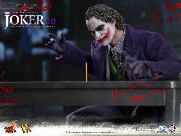 hot-toys-joker-the-dark-knight-heath-ledger-figure (2)