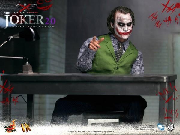 hot-toys-joker-the-dark-knight-heath-ledger-figure (21)
